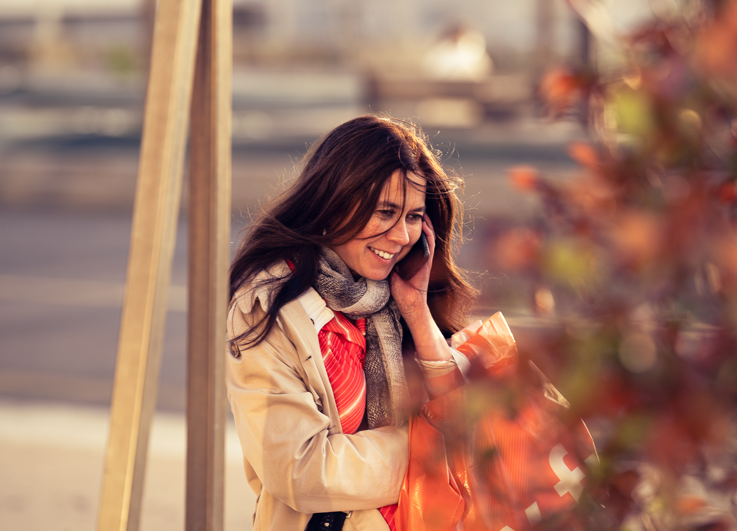 Woman _smiling_on_the_phone